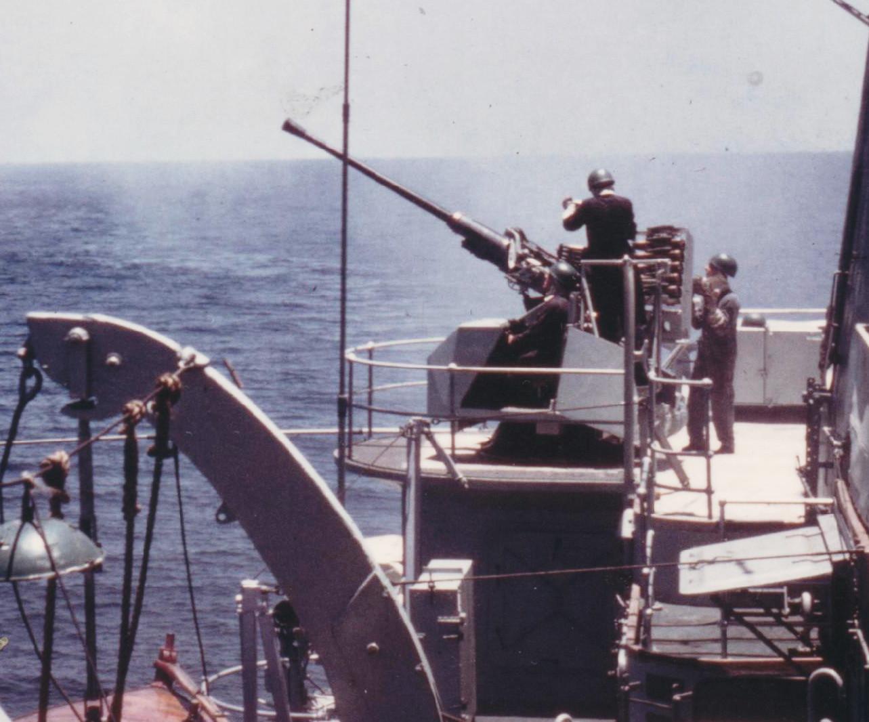 Bofors in Tasman Sea 1968 001.jpg