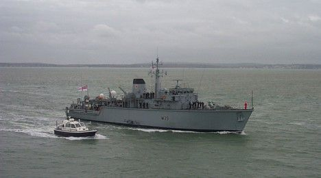 HMS Hurworth returning to Portsmouth on 13 Dec 2006