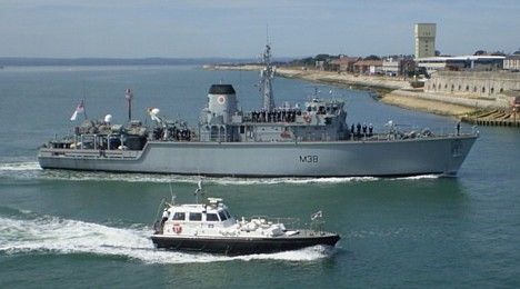 HMS Atherstone entering Portsmouth on 3 October 2007