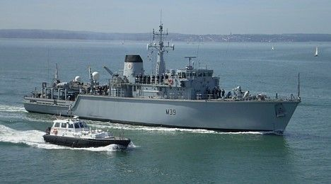 HMS Hurworth entering Portsmouth 3 October 2007