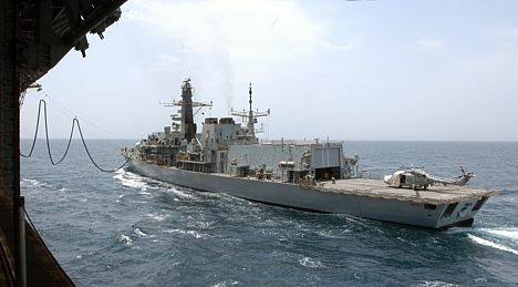 HMS Argyll replenishes at sea from USS Kearsarge