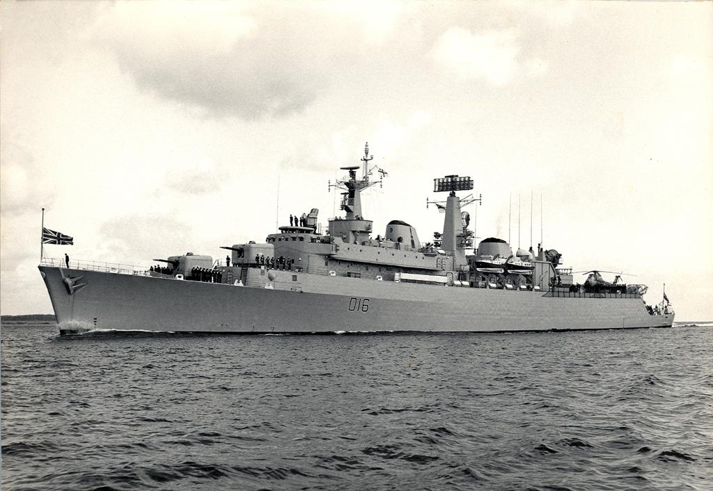 HMS London D16